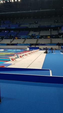 東京2020パラリンピック競技大会 水泳競技会場のプールサイド
